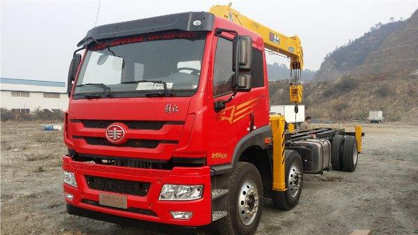 秦皇岛客户提解放小三轴石煤8吨随车吊